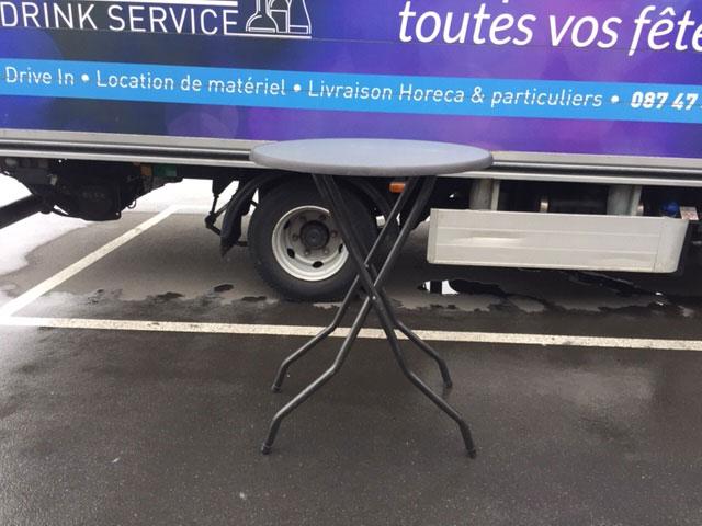 Prix de location 7€/Mange debout TVAC, 8€/nappe TVAC